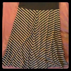 Old Navy Gray and white striped pull-on skirt